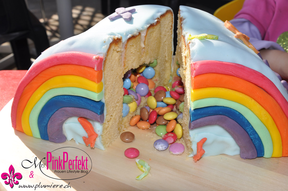 regenbogen pinata berraschungs kuchen mrs pink perfekt. Black Bedroom Furniture Sets. Home Design Ideas